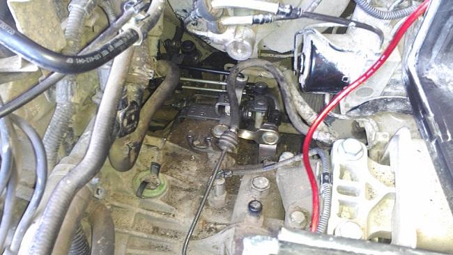 Механизм переключения передач собран и установлен на место